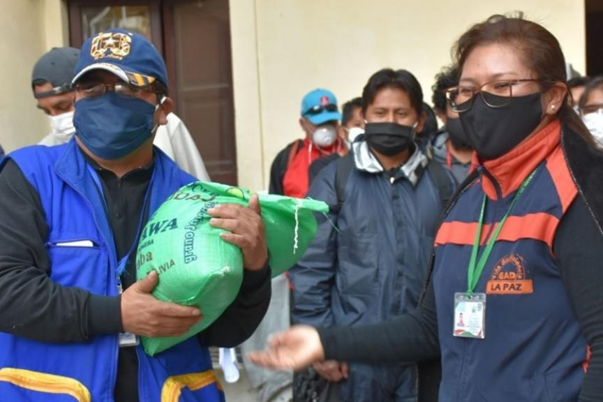 Equipo de trabajadores sociales identificó a los solicitantes de la prensa paceña / GADLP